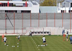 Time do Bayern de Munique volta aos treinamentos em pequenos grupos