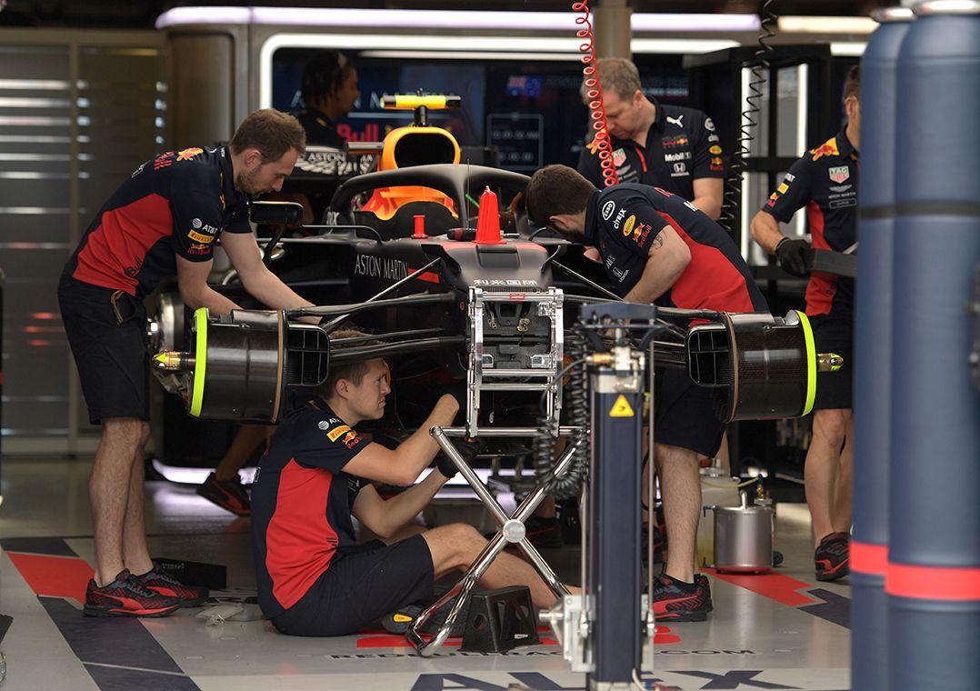 You are currently viewing Equipes de Fórmula 1 ficarão limitadas a 80 pessoas em corridas sem público