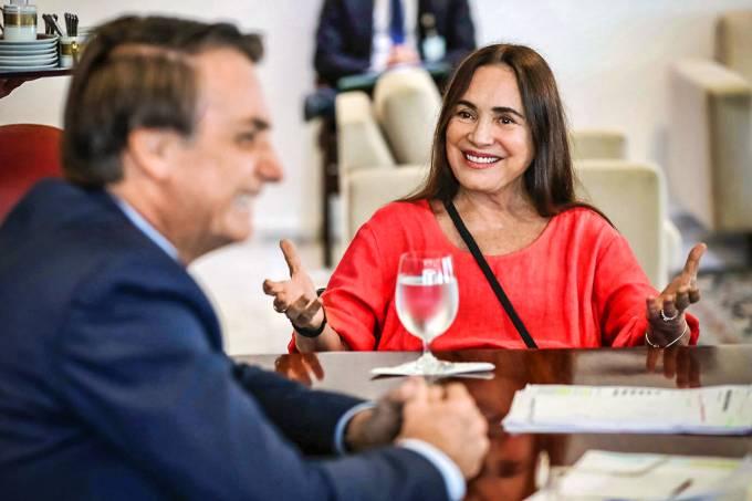 Regina Duarte deixa a Secretaria de Cultura do governo