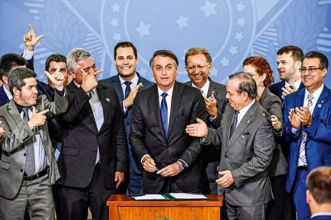 You are currently viewing Bancada da Bala vai a Bolsonaro pela volta do Ministério da Segurança