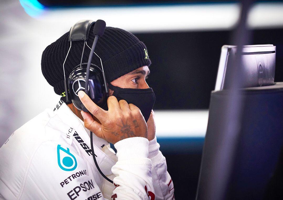 You are currently viewing Hamilton volta a acelerar Mercedes durante testes em Silverstone