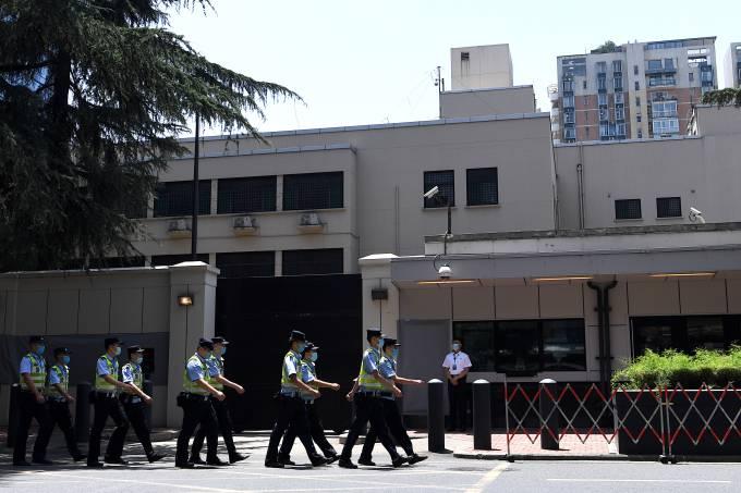 You are currently viewing Após expulsar americanos, China entra no consulado dos EUA em Chegdu