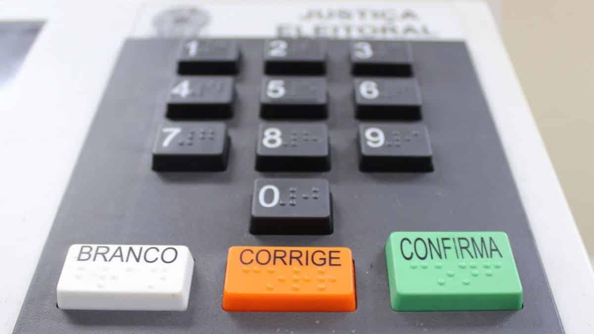 You are currently viewing Câmara aprova PEC, e eleições serão adiadas para novembro devido à Covid-19