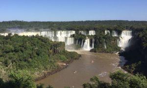 Foz do Iguaçu aposta no turismo de compras para restabelecer economia