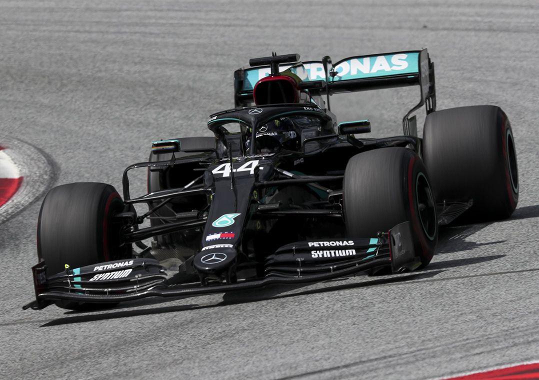 Hamilton domina GP da Estíria e conquista primeira vitória no ano