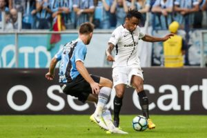 Paulo Roberto, volante, move ação contra o Corinthians e cobra R$ 1,2 mi