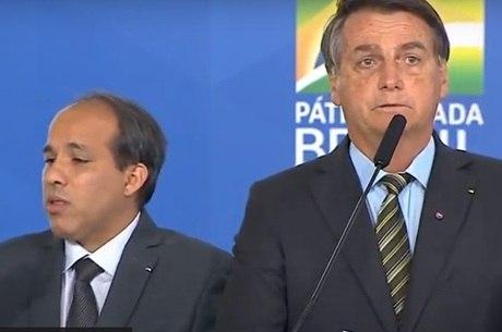 You are currently viewing Bolsonaro diz que cloroquina teria salvado vidas perdidas na pandemia