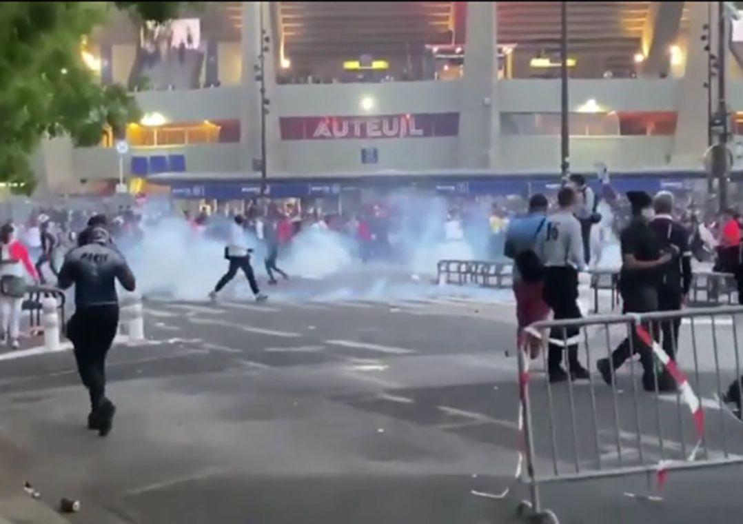 Torcedores do PSG são presos por vandalismo após derrota na Champions