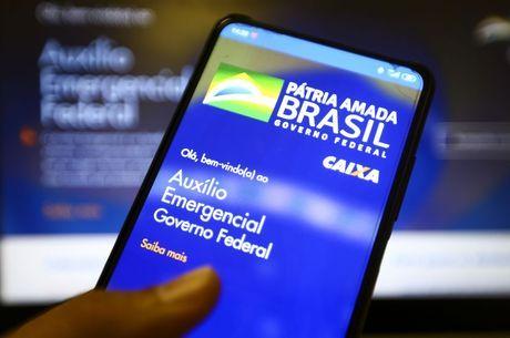 You are currently viewing Bolsonaro anuncia auxílio emergencial de R$ 300 até dezembro