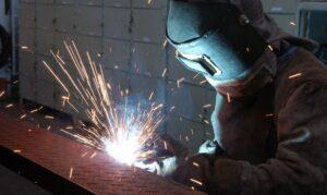 Indústria cresce em 12 locais em agosto e seis superam pré-pandemia