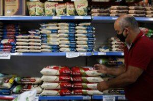 Comida, lazer e vestuário puxam inflação da baixa renda, aponta FGV