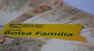 Auxílio: Beneficiários do Bolsa Família recebem parcela de R$ 300