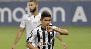 Savarino brilha, Atlético-MG bate o Santos e volta a sonhar com título