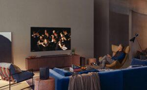 Samsung adota Mini LED em novas TVs e revela controle remoto solar