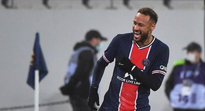 You are currently viewing Neymar renova contrato e fica no PSG por mais quatro anos