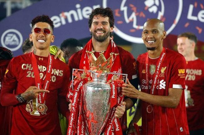 Quatro brasileiros aparecem em lista de melhores da Premier League