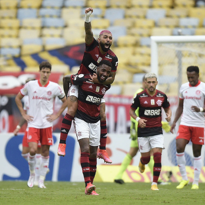 Fla vence decisão com Inter e toma liderança na penúltima rodada