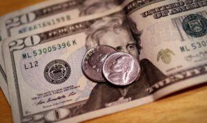 Read more about the article Dólar cai para R$ 5,37 e encerra semana com leve queda