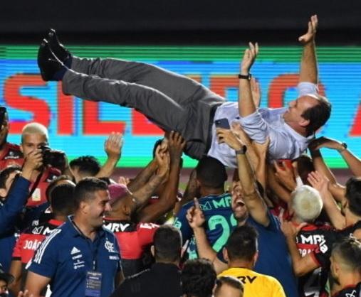 Bicampeão brasileiro, Flamengo iguala feito da geração de Zico
