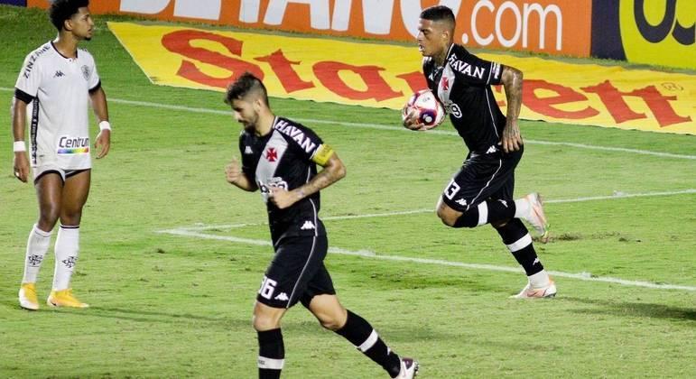 Vasco marca no fim e empata com Botafogo em São Januário