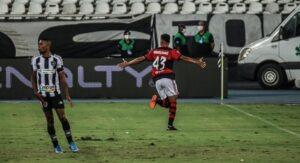 Read more about the article Flamengo vence o Botafogo em clássico e é novo líder do Carioca