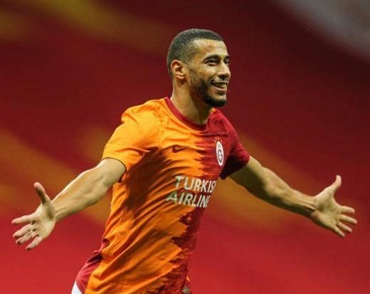 Jogador é demitido após criticar gramado do estádio de clube turco