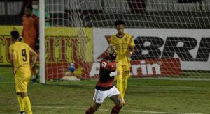 Flamengo derruba invencibilidade do Madureira e reassume liderança