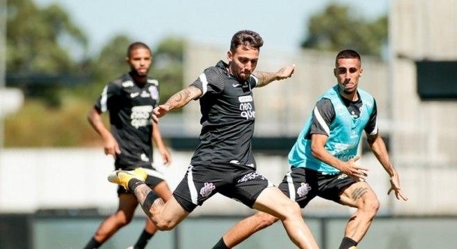 Corinthians treina finalizações e faz 'minijogo' em quarto trabalho da semana