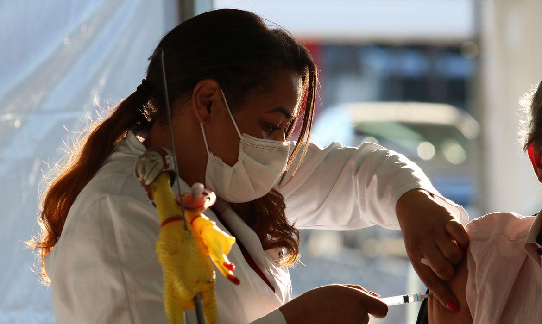 Read more about the article Ministros dizem que população será vacinada até o final do ano