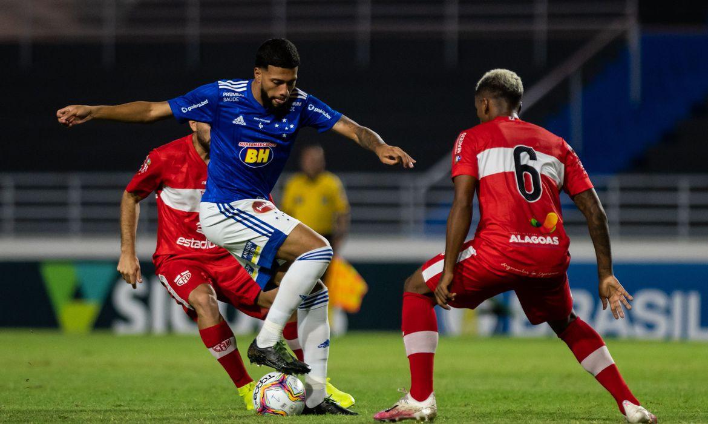 Read more about the article Após tropeços, Cruzeiro e CRB buscam primeira vitória na Série B