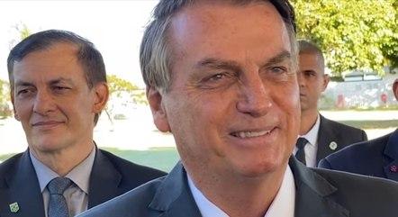 You are currently viewing Bolsonaro diz que TCU põe em dúvida 50% das mortes por covid