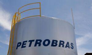 Read more about the article Petrobras reduz preço da gasolina em R$ 0,05 nas refinarias