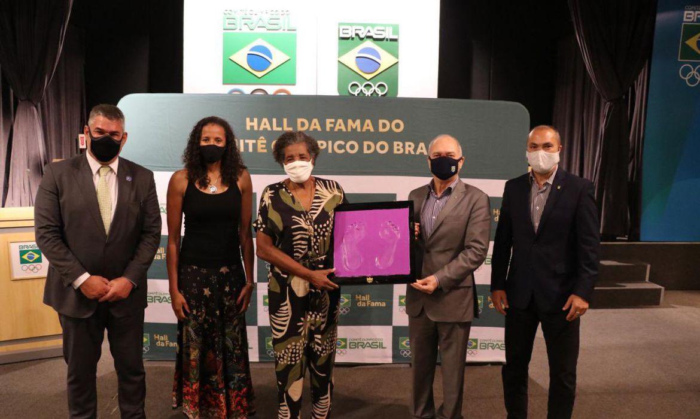Olimpíada: Aída dos Santos eterniza pés no Hall da Fama do COB