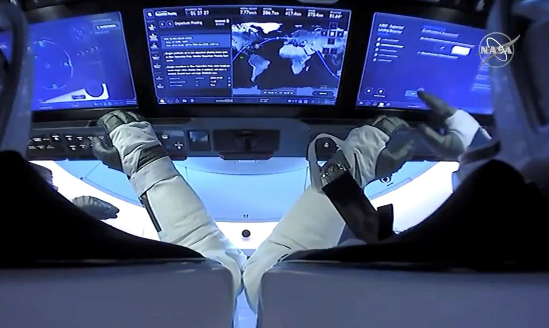 Read more about the article SpaceX faz primeiro voo orbital civil da história