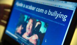 Read more about the article IBGE: um em cada dez estudantes já foi ofendido nas redes sociais