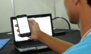 Read more about the article A um mês do Enem, professores falam sobre uso de redes sociais